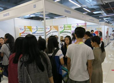 Students gathering at the VTAR booth for enquiries
